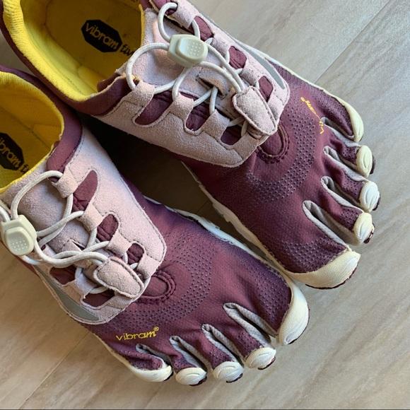 size 40 9774a a8c96 Vibrams 5 Finger Plum Purple   Grey Running Shoes. Vibram.  M 5cad480c248f7aa7f7a6e731. M 5cad481229f03081ac98f1f8.  M 5cad489f08d2c2d46fc61ad8
